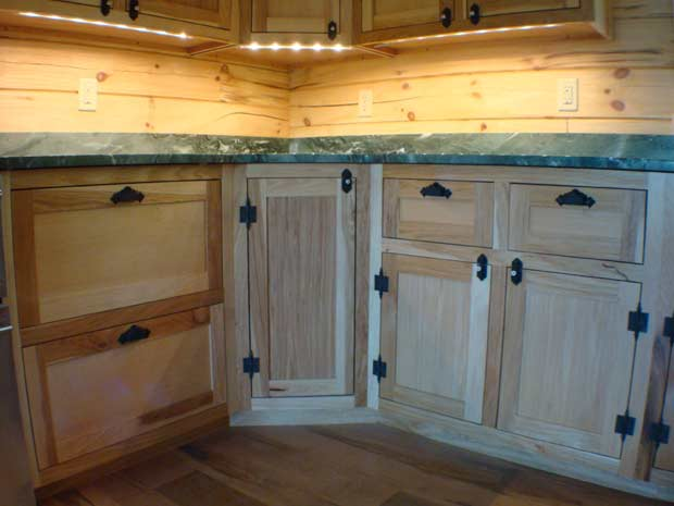 Handcrafted Soild Wood Hickory Kitchen Cabinets: Bottom Hickory Cabinet Detail
